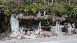 Flotte iskrystaller langs veien